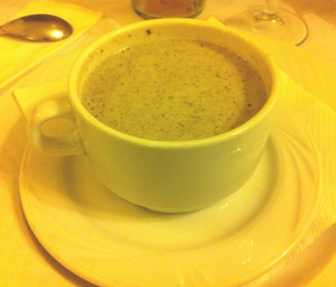 Una gustosissima zuppa di funghi di bosco