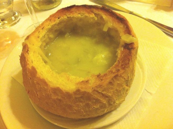 Una deliziosa zuppa di porri 'in crosta'